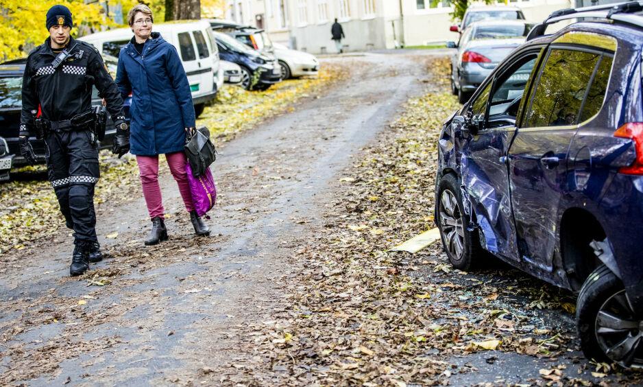 STORE SKADER: Bilen til Siri Wendelborg (43) fikk store skader etter å ha blitt påkjørt av den kaprede ambulansen tirsdag. Foto: Christian Roth Christensen / Dagbladet