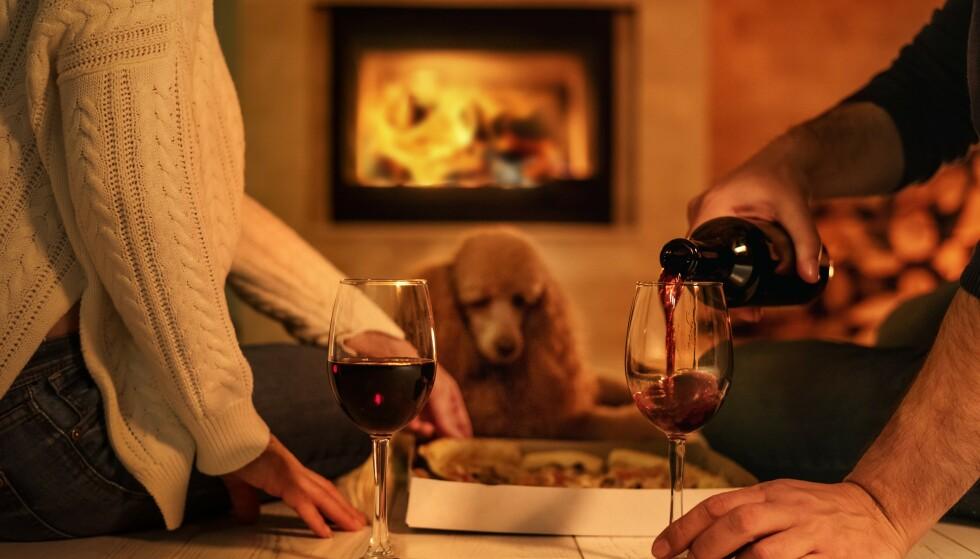 ROMANTISK AFTEN: Ripasso er vinen som faller i smak hos nordmenn, og er en av polets volumselgere. Foto: Shutterstock / NTB Scanpix