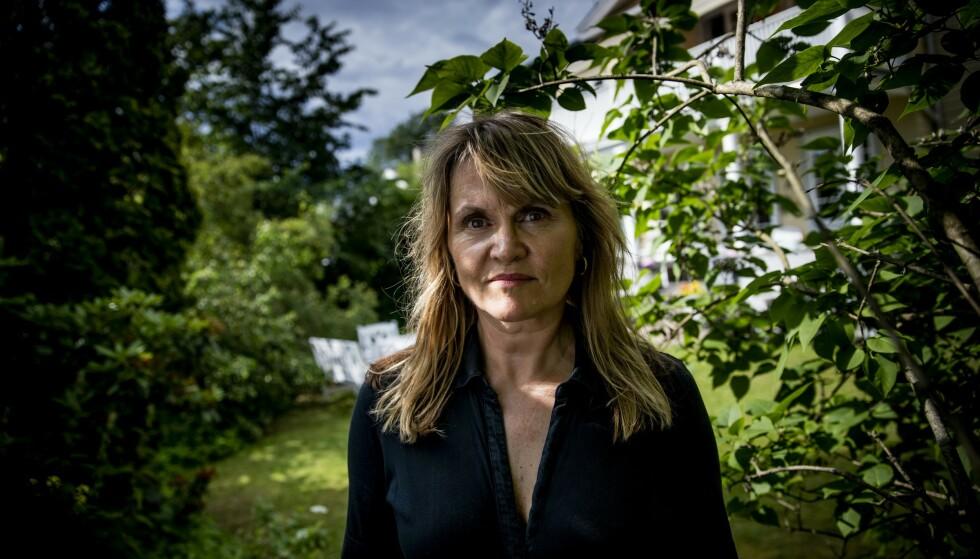 LEGEROMAN: Nina Lykkes nye roman «Full spredning» er ingen vanlig legeroman med romantiske møter over operasjonsbordet. Snarere tvert imot. Foto: CHRISTIAN ROTH CHRISTENSEN