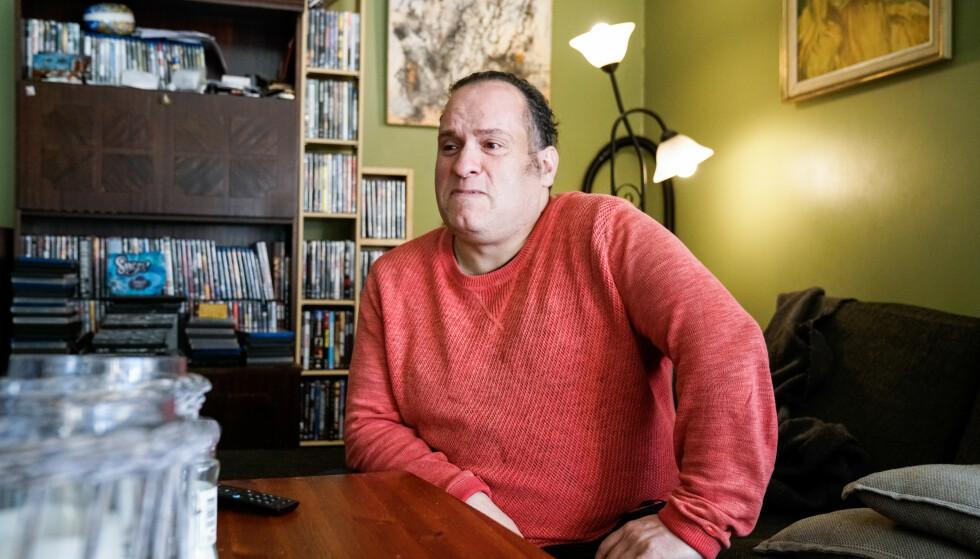REDD: Damian Javier Moen (42) lider av en hjerneskade etter slag for noen år siden. Nå trues han med utkastelse fra leiligheten han har bodd i siden han var 17 år gammel. Foto: Øistein Norum Monsen/Dagbladet.