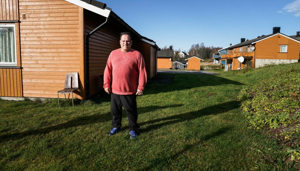 BER OM Å FÅ BLI: Damian Javier Moen er redd for at han må flytte, men håper at han kan få bli i huset han har bodd i 26 år. Foto: Øistein Norum Monsen/Dagbladet.