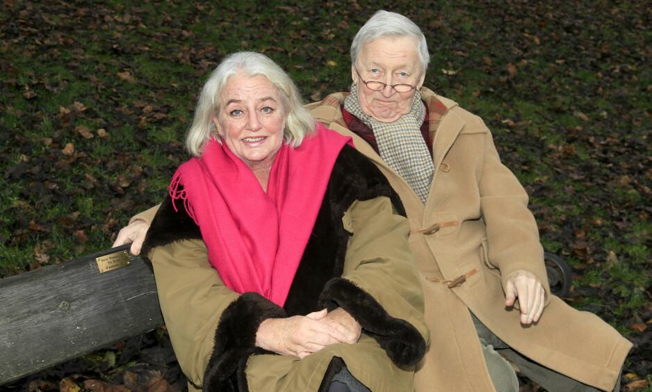 LYKKE: Ruth og Rolv levde et lykkelig samliv i over 30 år. De kranglet aldri, og var sammen så ofte de kunne. Her på benken som Ruth ga til sin elskede mann i 2011. Foto: Tor Kvello