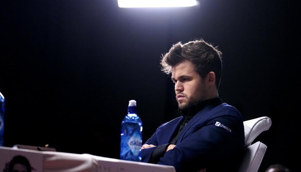 TAP: Magnus Carlsen ble dominert av Fabiano Caruana. Foto: Fredrik Hagen / NTB scanpix