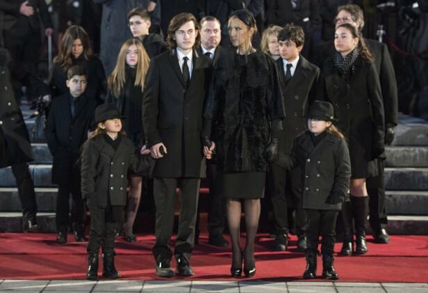 TUNG TID: Céline Dion med tvillingene Eddy og Nelson og eldstesønnen René-Charles etter begravelsen til ektemannen René Angelil i 2016. Foto: NTB scanpix