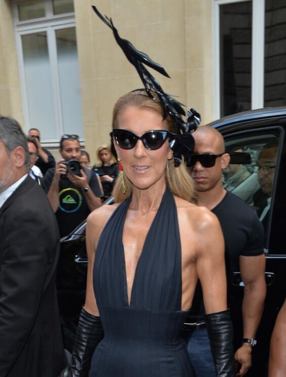 PÅ MOTEUKA: Céline Dion under moteuka i Paris i sommer. Foto: Splash News/ NTB scanpix