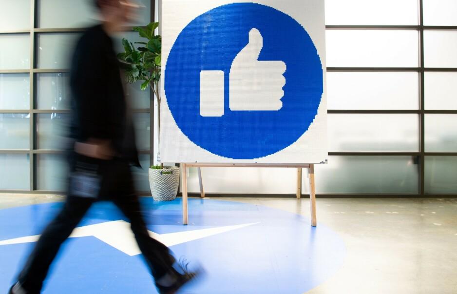 UTFORDRES: Artikkelforfatterne vil utfordre Facebook til å reflektere rundt sitt ansvar for anonym netthets og hatpropaganda. Foto: Josh Edelson / AFP / NTB Scanpix