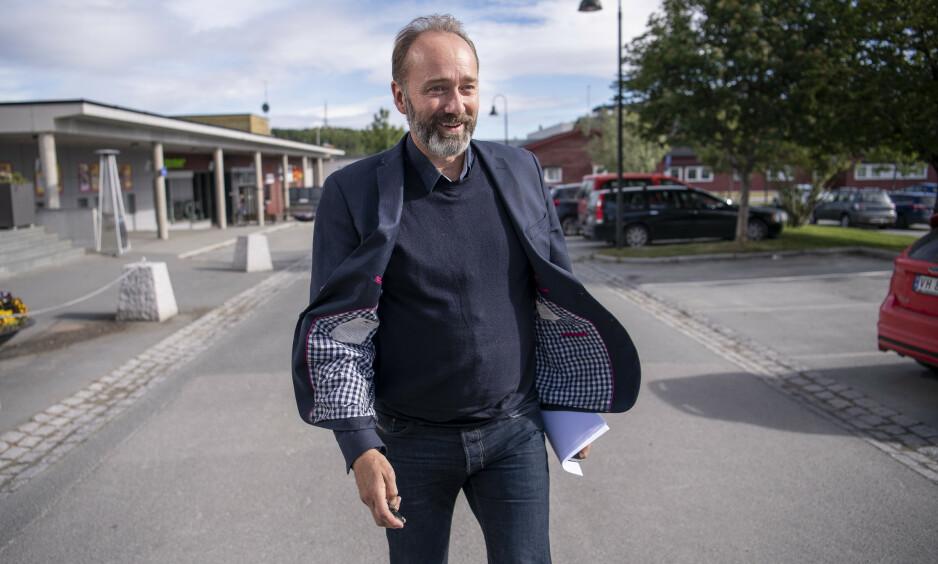 TRAKK SEG: Trond Giske ble ikke felt av pressen. Han ble bedt om å trekke seg fra sine verv i Arbeiderpartiet etter at styret behandlet en rekke varsler mot ham. Senere, i Bar Vulkan-saken, ble han jaktet på av pressen, skriver artikkelforfatteren. Foto: Lars Eivind Bones / Dagbladet