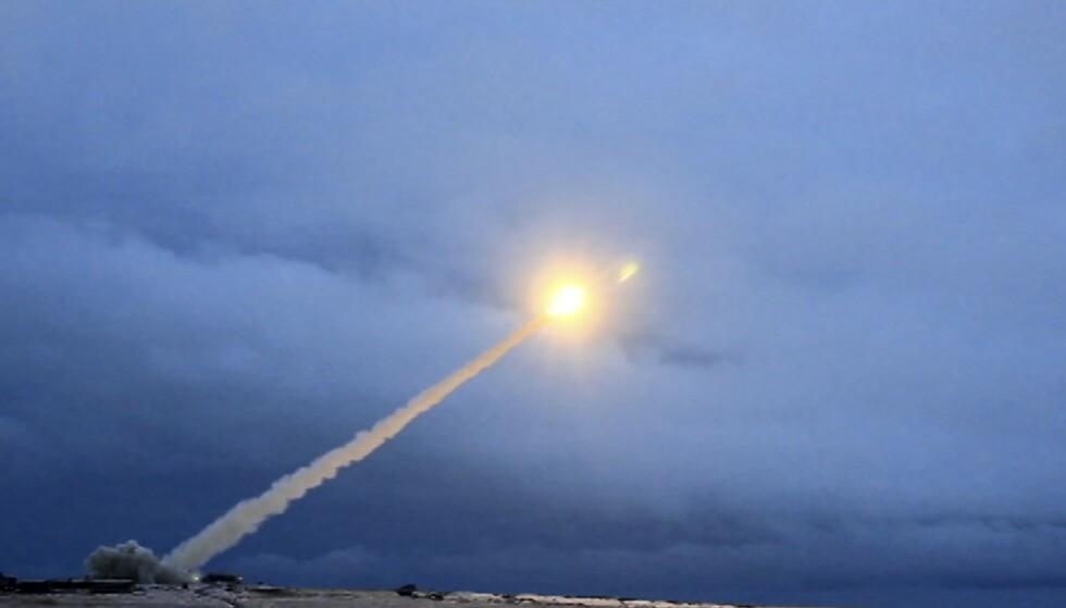 SUPERVÅPEN: Den atomdrevne kryssermissilen burevestnik i en video fra russisk TV 1. mars 2018. Foto: RU-RTR Russian Television via AP