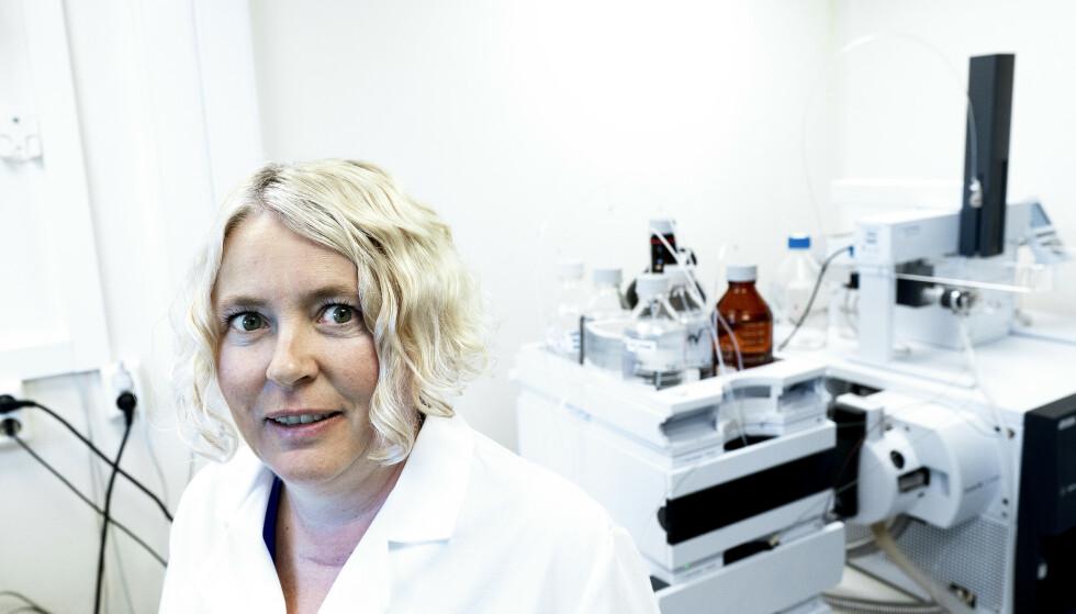 - BESKYTT DEG: Line Småstuen Haug, seniorforsker ved. Folkehelseinstituttet. Tar prøver på labben. Foto: John T. Pedersen / Dagbladet
