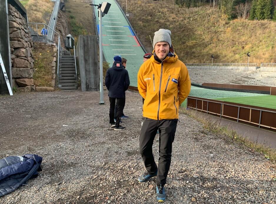 NYTT LIV: Andreas Stjernen jobber 50 prosent som trener etter at han la opp som skihopper i vinter. Her fra Midtstubakken i Holmenkollen sist helg. Foto: Tore Ulrik      Bratland