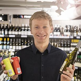 I BOKS: Miljøsjef Rolf Erling Eriksen kan smile bredt: antallet varer på polet som kan pantes er mer enn doblet det siste året. Foto: Vinmonopolet