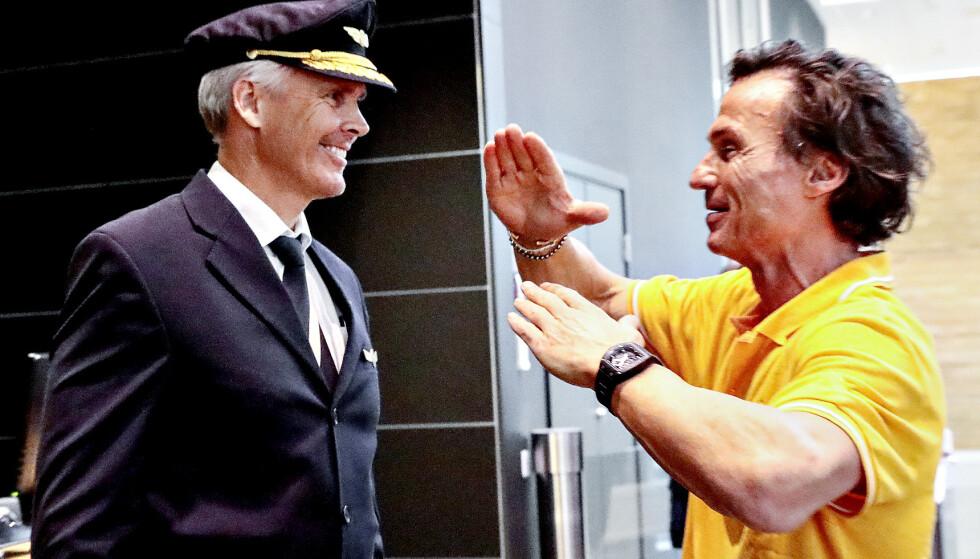 HILSTE: Petter Stordalen hilste på de ansatte i Vings flyselskap. De bytter for øvrig navn, tilbake til det gamle Sunclass Airlines. Foto: Nina Hansen / Dagbladet