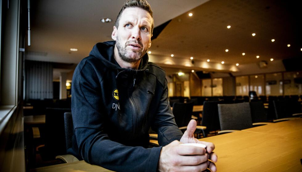 SNART SLUTT: Frode Kippe har bare tre uker igjen som fotballspiller. Selv mener han at han hadde vært ferdig for lenge siden om han hadde spilt mesteparten av kampene sine på kunstgress. Foto: Christian Roth Christensen / Dagbladet