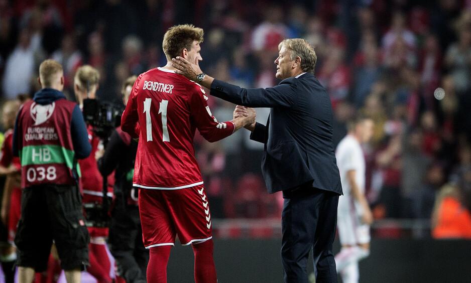 LÆRER OG ELEV: Nicklas Bendtner har spilt under Åge Hareide, som er ferdig som dansk landslagssjef neste sommer. Foto: Liselotte Sabroe / NTB scanpix