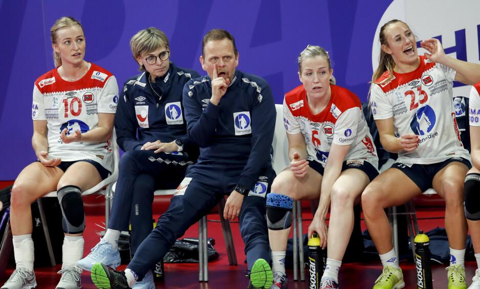 VIKTIGE BRIKKER: Thorir Hergeirsson har mange skader som påvirker troppen, men spillerne Stine Bredal Oftedal, Heidi Løke og Camilla Herrem er med til Japan. Foto: Vidar Ruud / NTB scanpix