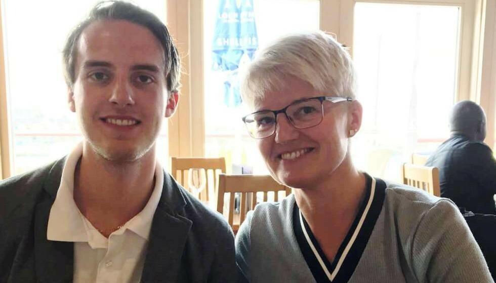 OMKOM: Charlie Dan Lind (22) døde i mars, etter at bilen hans ble truffet av en trailerhenger to måneder tidligere. Her med moren, Ramona Lind (45). Foto: Privat