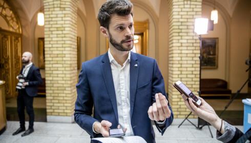 KRITISK: Bjørnar Moxnes (R)er ikke beroliget av statsrådens svar. Foto: Stian Lysberg Solum / NTB scanpix