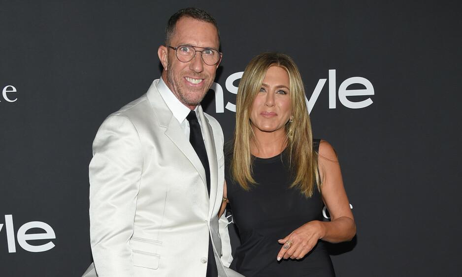 TETTE BÅND: Chris McMillan er mannen som har fikset håret til Jennifer Aniston gjennom flere tiår. Nå avslører han en godt bevart hemmelighet om den ikoniske sveisen hennes. Foto: NTB Scanpix