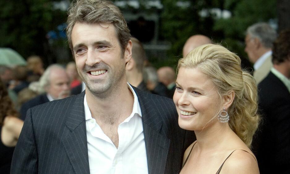 HYLLER: Olaf Thommessen og Vendela Kirsebom var gift i elleve år. Nå hyller førstnevnte ekskonas nye forlovelse. Her er paret fotografert på Aschehougs hagefest i 2006. Foto: Bjørn Langsem / Dagbladet