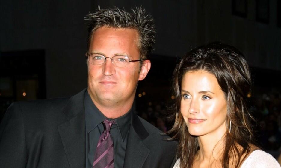 GOD KONTAKT: Til tross for at Matthew Perry og Courteney Cox ikke lenger er kolleger, er de fortsatt gode venner og spiser middag sammen jevnlig. Nå har sistnevnte delt et nytt bilde på Instagram. Her er duoen sammen i 2002.