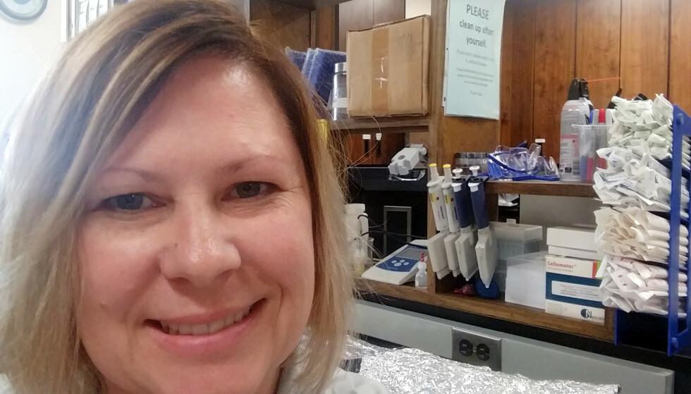 ADVARER: Den amerikanske forskeren Jamie DeWitt forteller at fluor kan være skadelig i svært små mengder. Foto: Privat