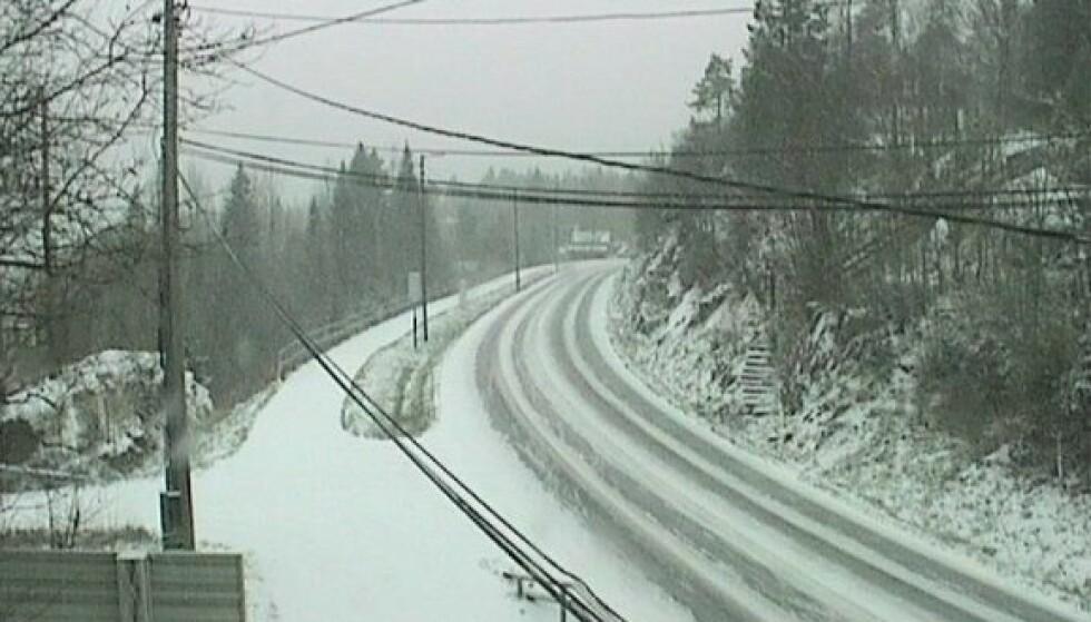 SOLLIHØGDA: Dette bildet er fra Statens vegvesens webkamera på E16 ved Sollihøgda og ble tatt like før klokka 12.00. Foto: Statens vegvesen