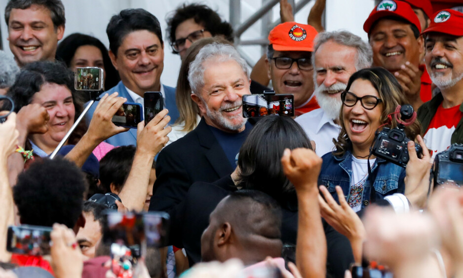 LØSLATT: I dag ble Brasils tidligere president, Luiz Inacio Lula da Silva, løslatt fra fengsel. REUTERS/Rodolfo Buhrer / NTB Scanpix