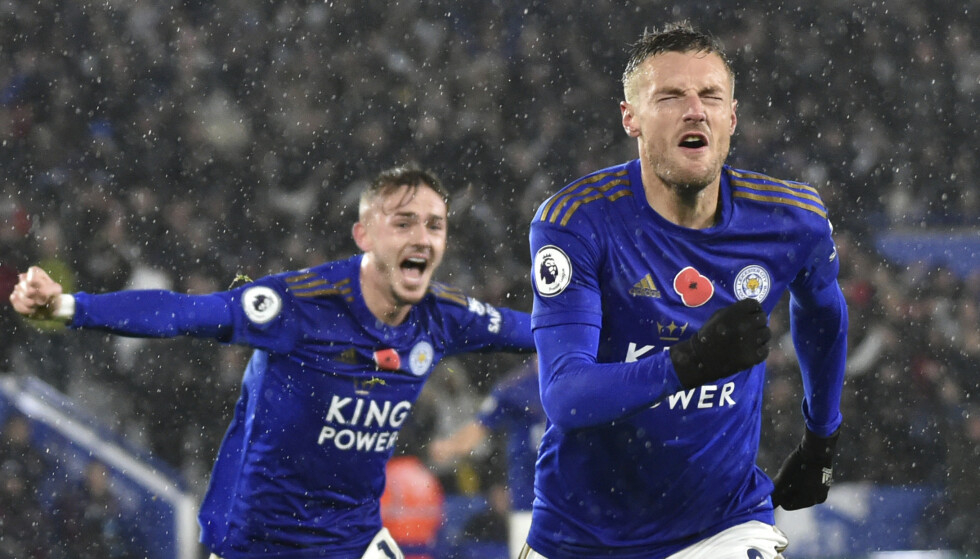 HERJET: Leicesters Jamie Vardy (foran) jubler etter scoring mot Arsenal. Foto: AP Photo / Rui Vieira / NTB scanpix.