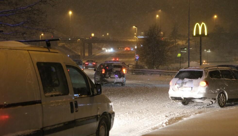 SNØKAOS: Det har vært flere utforkjøringer i morgentimene, og politiet advarer om mye kø. Foto: Nyhetstips.no