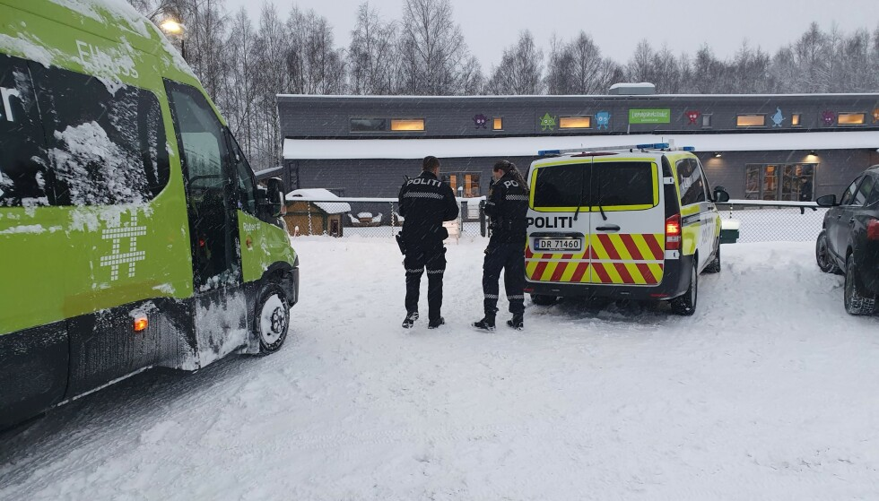 SKLED: Minibussen skled ned en bakke og kjørte på kvinnen som var på tur med hunden sin. Foto: Martin Benedikt Sjue