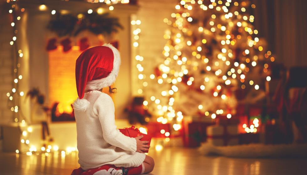 JULEKVELD: Mange gleder seg til jul, men det finnes også mange som gruer seg fordi de ikke har nok til mat og gaver. Foto: Shutterstock / NTB Scanpix