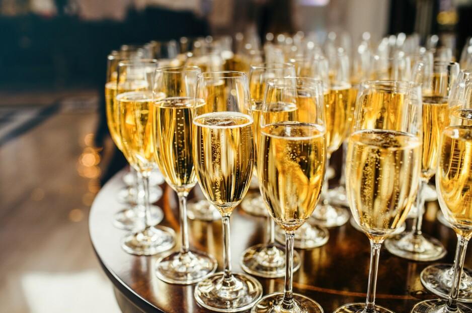 PASSER TIL ALT: Nordmenn elsker prosecco, som har dunket ut både Champagne og cava på salgsstatistikken. Foto: Shutterstock / NTB Scanpix