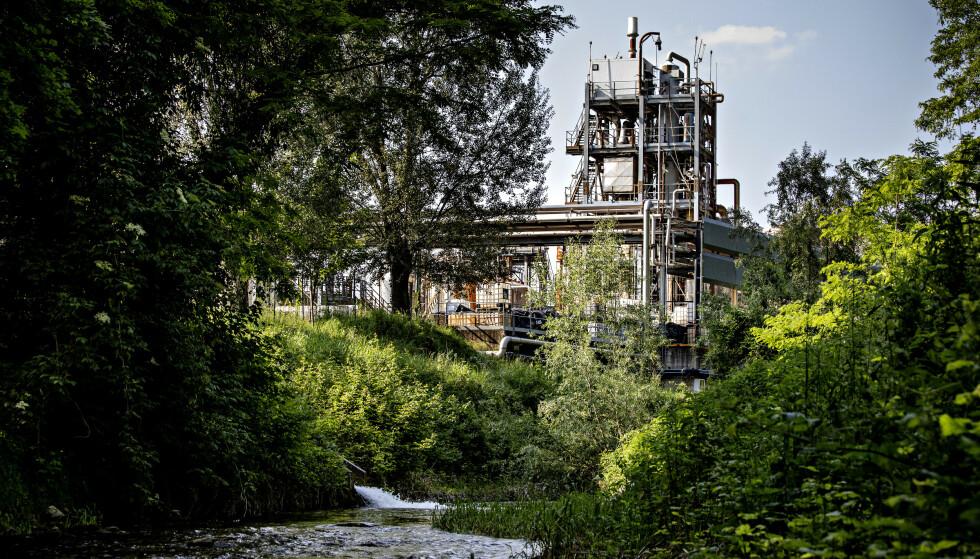 ELVA: Poscola-elva løper sørover og slutter seg til flere større elver. WHO mener Miteni-fabrikken står bak utslippene har forurenset Veneto-regionen. Foto: Nina Hansen / DAGBLADET