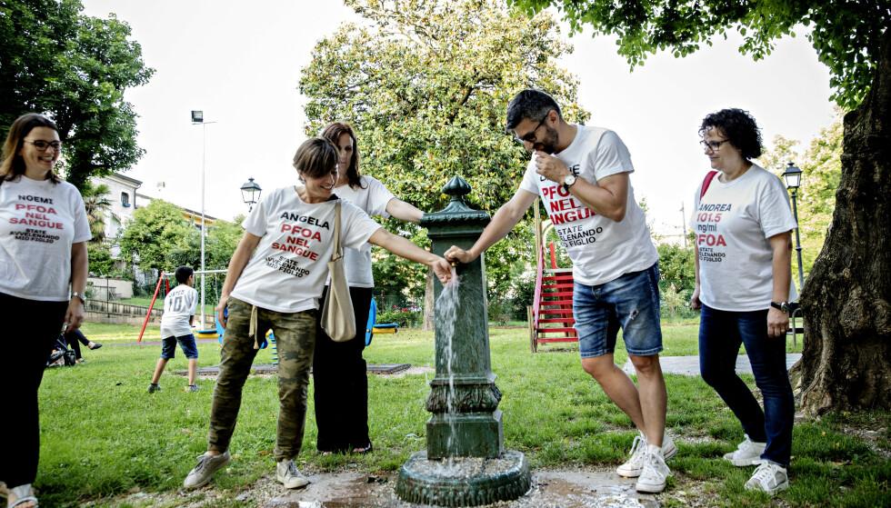 AKTIVISTER: Aktivistene i «Mødre mot PFAS» drømmer om rent vann. Lorette Pagliarusco nummer to fra venstre. Foto: Nina Hansen / DAGBLADET