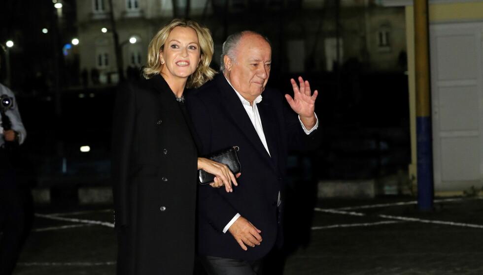 MEDIESKY: Amancio Ortega holder som regel en lav profil i offentligheten. Her sammen med sin kone Flora Pérez. Paret giftet seg i 2001. Foto: NTB Scanpix