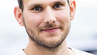 VIL FJERNE: Leder Teodor Bruu (MDG) i bydelsutvalget i Gamle Oslo mener benken bør fjernes. Foto: Håkon Mosvold Larsen / NTB scanpix