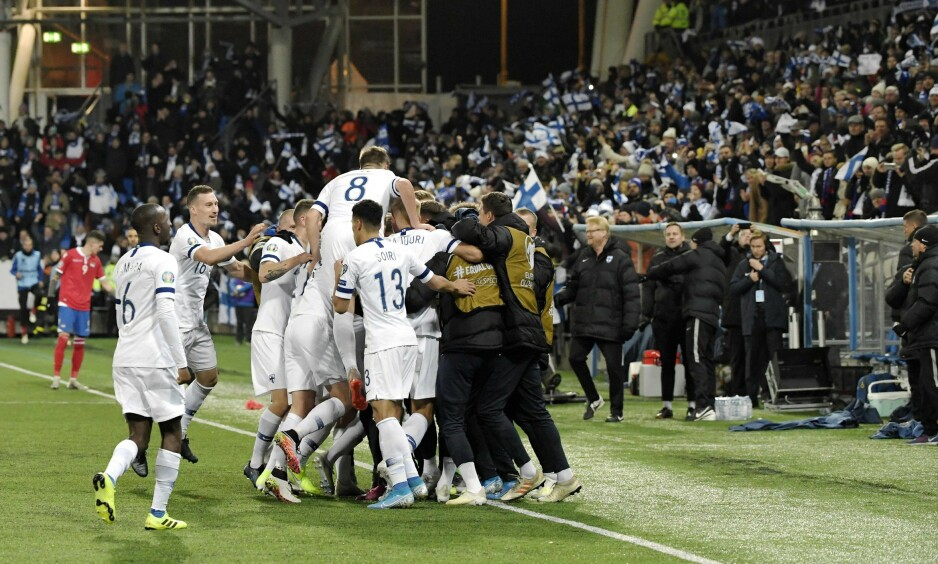 VILL JUBEL: Finland er klare for EM for første gang noensinne. Foto: Markku Ulander / Lehtikuva / AFP / NTB Scanpix