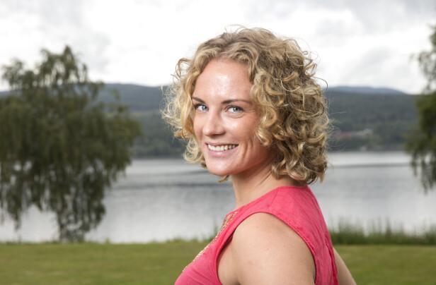 VENTER BARN: Den tidligere realitydeltaketen Marte Søreide og kjæresten Siri Øveraas venter en jente neste år. Foto: Andreas Fadum / Se og Hør
