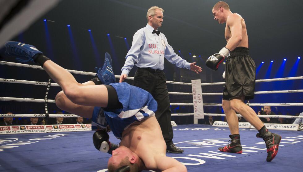 KNOCKOUTBOKSER: Det er slik vi er vant til å se Kai Robin Havnaa på vei mot eget hjørne mens motstanderen har mer enn nok med å legge seg ned. Foto: NTB Scanpix