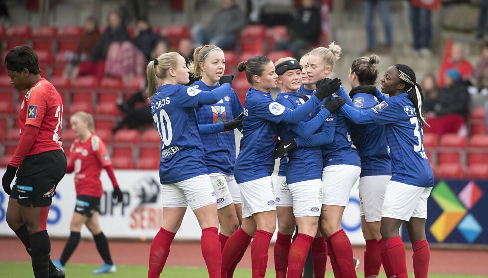 JUBEL: Vålerenga ble nummer to i Toppserien. Foto: Marit Hommedal / NTB Scanpix