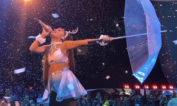 TURNÉ: Ariana Grande har reist verden rundt det siste året. Nå er hun usikker på om hun kan gjennomføre de resterende konsertene. Foto: Splah News / NTB Scanpix
