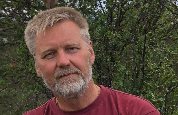 PENDLER: Johan Staff jobber som kjøkkenmontør i Tromsø, og pendler i bil fra Balsfjord. - Vi kjører den veien, både jeg og samboeren min. Vi er lykkelige for at vi kommer hjem til middagsbordet hver dag, sier 54-åringen. Foto: Privat