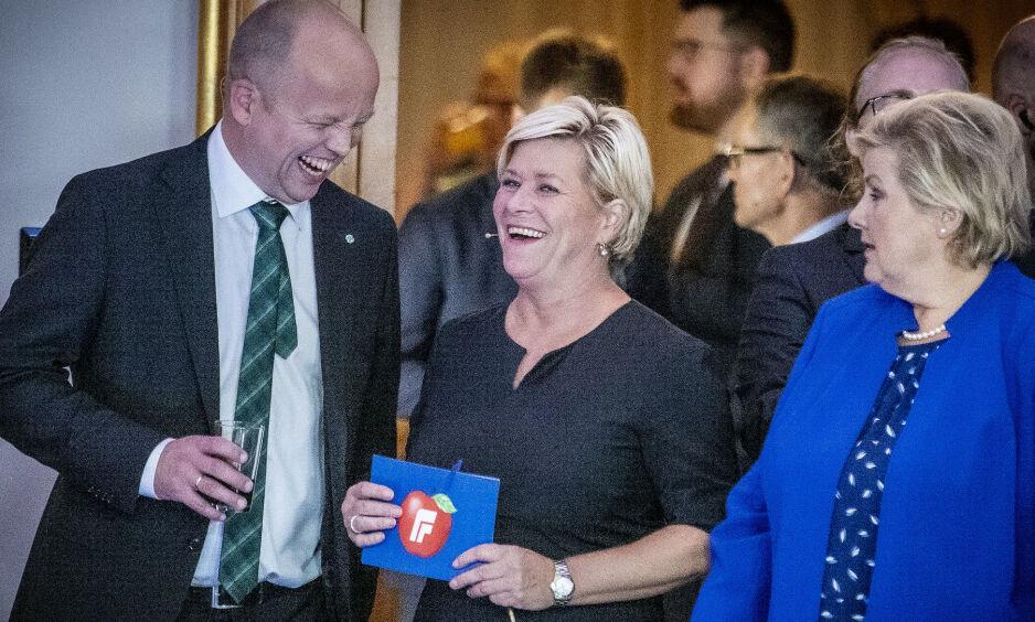 NÆRMERE DEG: Sp-leder Trygve Slagsvold Vedum har lagt fram et budsjett som står soleklart nærmest regjeringens skatte- og avgiftsnivå blant opposisjonspartiiene. Siv Jensen mener han bør ta konsekvensen og inviterer ham til å bytte side i norsk politikk. Foto: Bjørn Langsem / Dagbladet