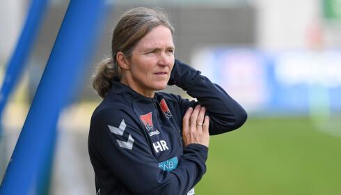 SIGNERTE NY KONTRAKT: Hege Riise blir med som trener for LSK-kvinner også i 2020. Men først vil hun avslutte sesongen med stil. Foto: NTB/Scanpix