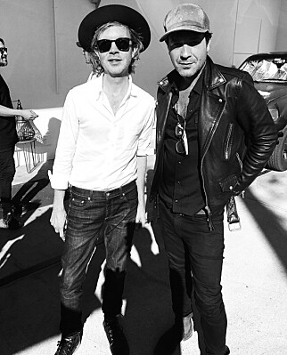 BIDRAR: Beck Hansen (t.v.) er en av bidragsyterne på «Thanks for the Dance». Her med Adam Cohen i Los Angeles. Foto: Sony Music