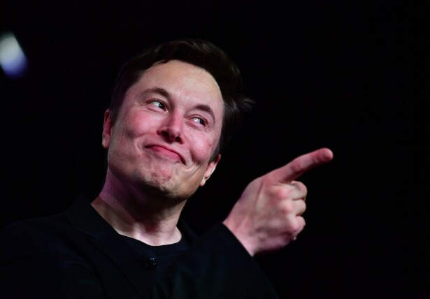 STORE PLANER: Tesla-gründer Elon Musk har store ideer om hva han kan få til av nye kjøretøy i framtida. Han er mer skeptisk til utviklingen av robotvåpen, og ønsker seg derfor et forbud før våpnene faktisk kommer i bruk. Foto: Frederic J. Brown / Afp / Scanpix