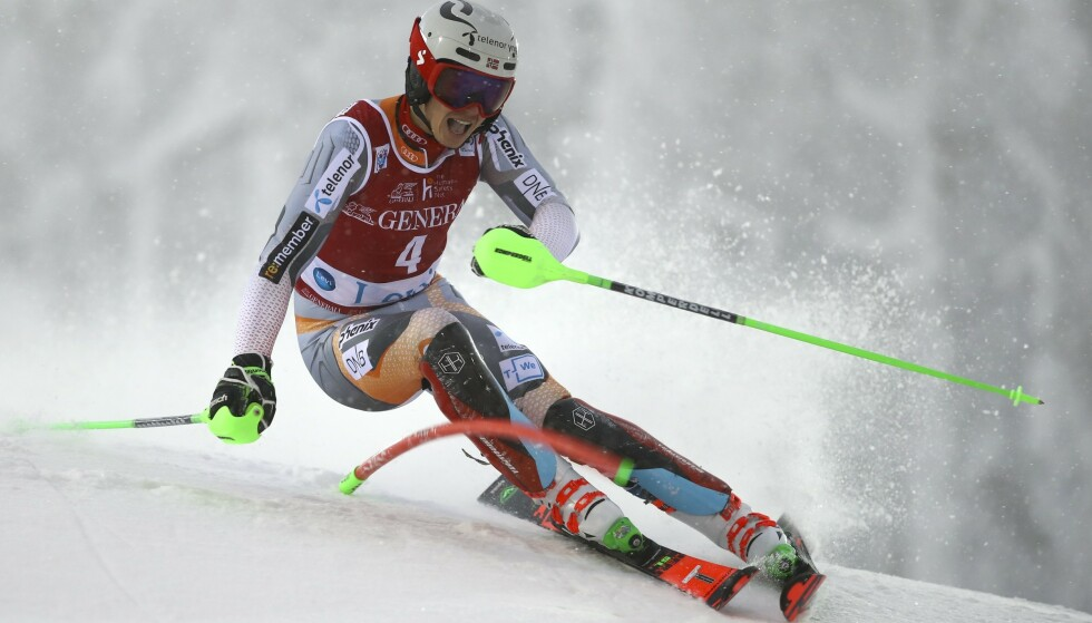 SOLID: Henrik Kristoffersen kjørte en god 1. omgang i Levi. Foto: Alessandro Trovati/AP Photo/NTB scanpix.