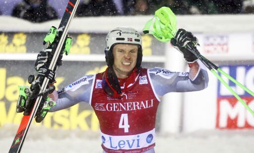 TIL TOPPS: Henrik Kristoffersen vant slalåmrennet i Levi. Foto: NTB Scanpix