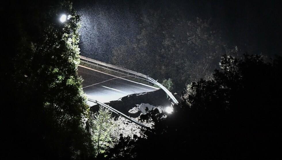 DRAMATISK: Dramatiske bilder i Liguria, der et jordras tok med seg ei bru denne helga. Foto: Marco Bertorello / Vigili del Fuoco / AFP