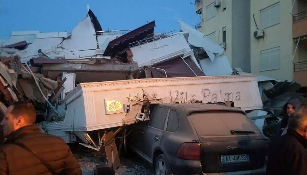 KNUST: Et hotell skal ha kollapset i byen Durrës. Foto: AP Photo